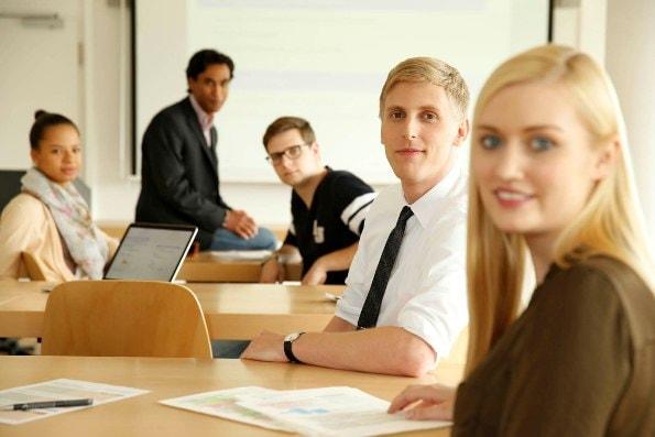 Bild Studenten Sportmanagement an der Hochschule Fresenius-min