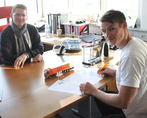 Sven Knipphals mit Sponsor Gübau Logistics