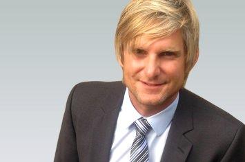 Sportmanager Florian Riepe von Ufa Sports bei seinem Sportjob