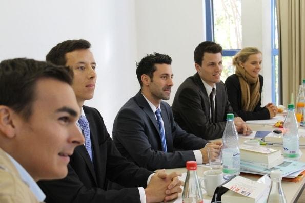 Studenten Llm Sportrecht Bayreuth beim Unterricht-min
