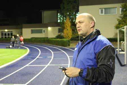 Diplom Sportwissenschaftler Rouven Schirp beim Fitnesstraining von soccerships
